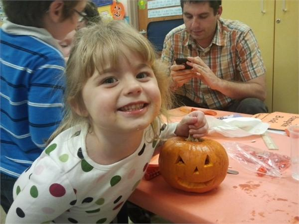 Explorer Class celebrates Family Pumpkin Carving Night together!