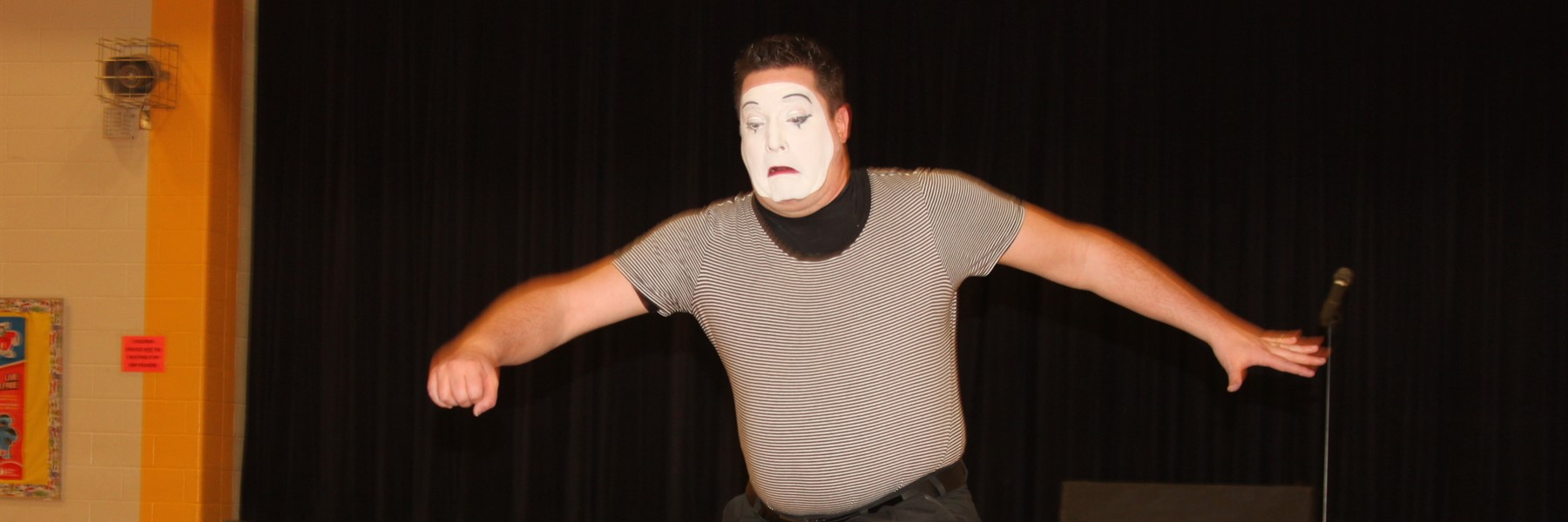 Mime Shows up at Southern